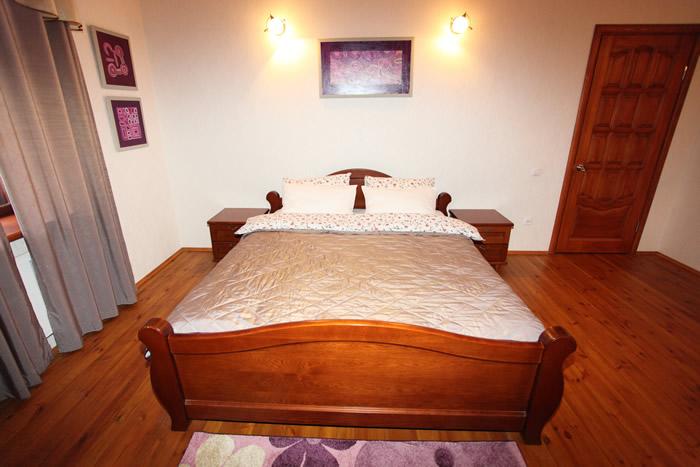 Аренда коттеджа: спальные комнаты